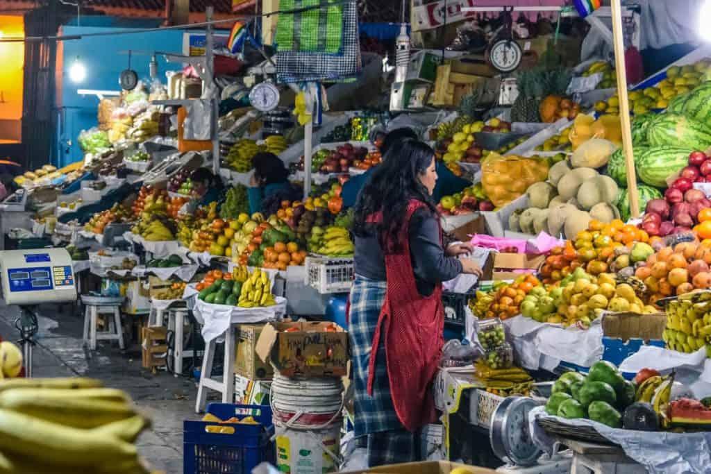 Visitar el Mercado de San Pedro es una de las cosas gratis que podes hacer en Cusco